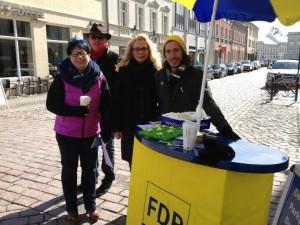 Trotz eisiger Kälte aber bei strahlenden Sonnenschein - die Potsdamer Liberalen machen mobil gegen die Tourismusabgabe